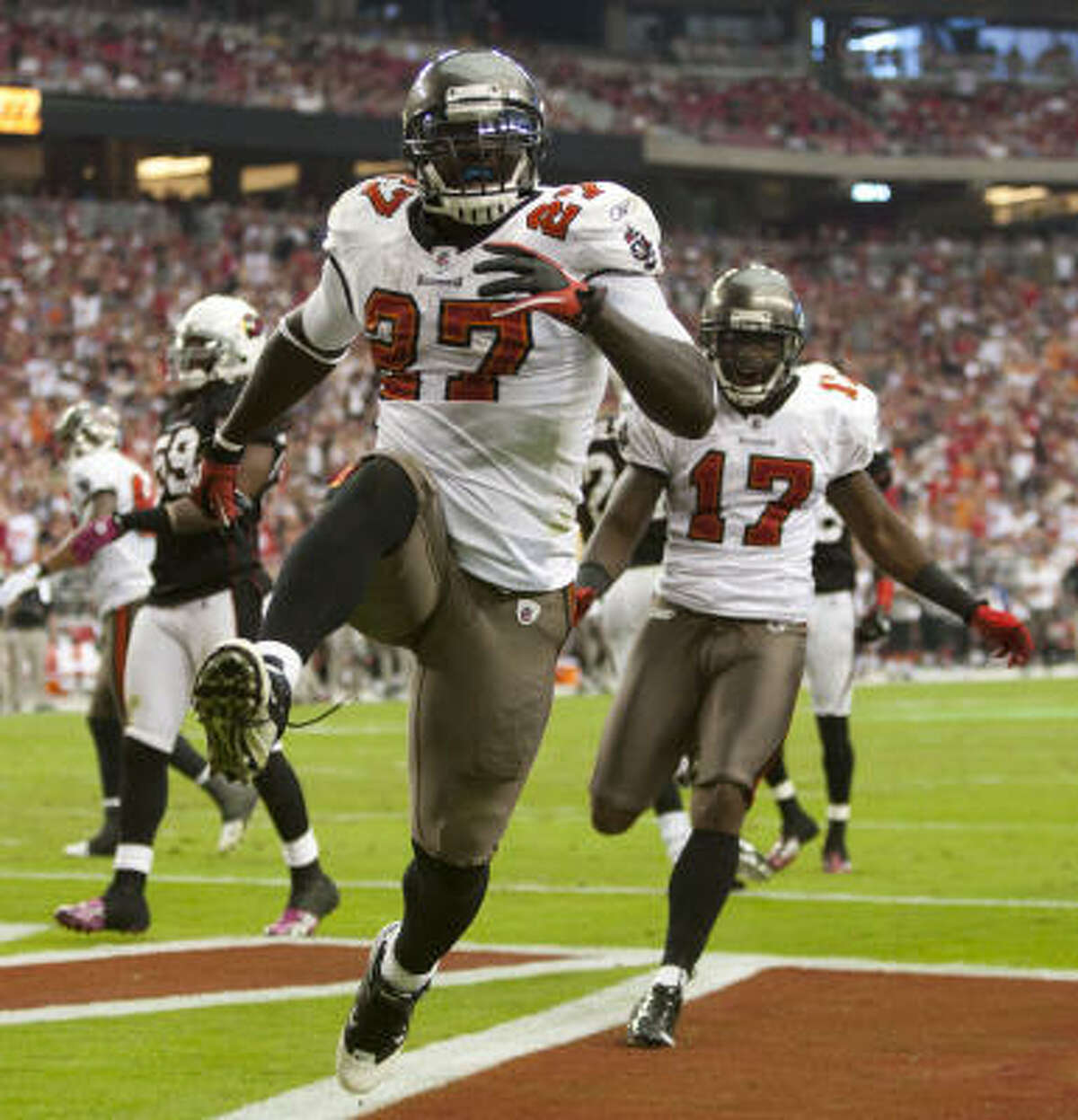Buccaneers 38, Cardinals 35 Buccaneers running back LeGarrette Blount rushed for 120 yards and two touchdowns.
