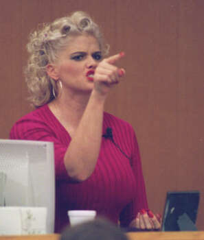 Smith points to her late husband's son, E. Pierce Marshall, during testimony in 2001. Photo: Carlos Antonio Rios, Chronicle