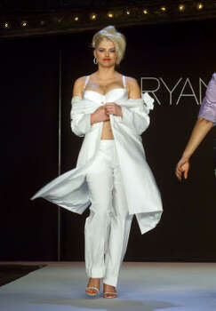 Smith models intimate apparel during the Spring/Summer Lane Bryant Lingerie Fashion Show in New York City in 2001. Photo: SUZANNE PLUNKETT, Associated Press