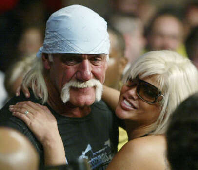 Hulk Hogan and Smith pose for photographers as they attend a boxing match Jan. 6, 2007, in Hollywood, Fla. Photo: Wilfredo Lee, Associated Press