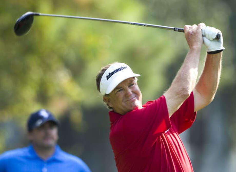 Peter Jacobsen hits his tee shot on No. 9. Photo: Brett Coomer, Chronicle