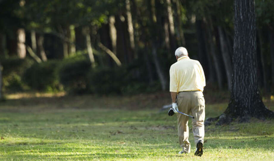 Arnold Palmer walks down the side of the second fairway. Photo: Brett Coomer, Chronicle