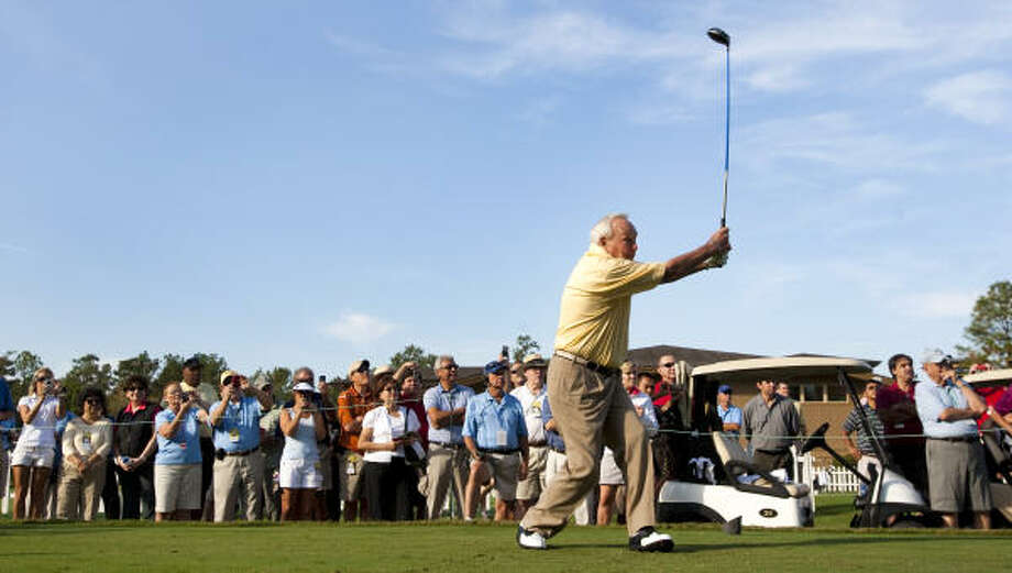 Arnold Palmer, with a line of fans cheering him on, hits his first shot from the first tee. Photo: Brett Coomer, Chronicle