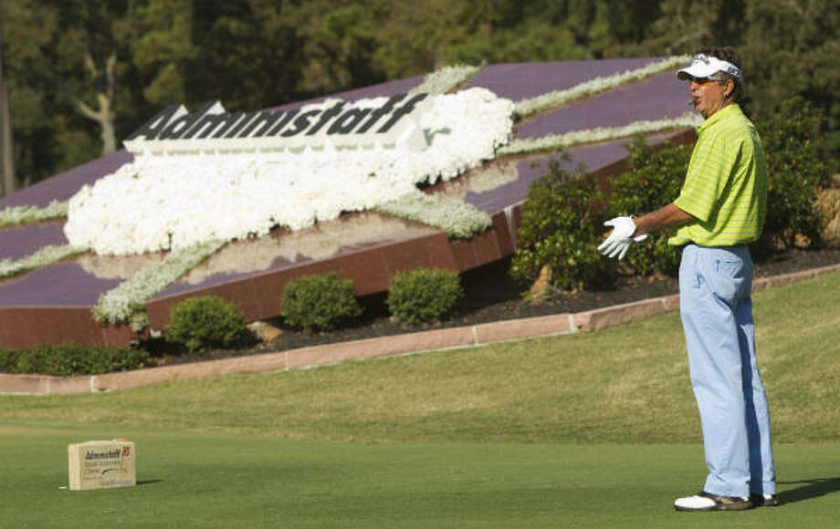 Dana Quigley gets ready to take his tee shot on No. 14. Photo: Brett Coomer, Chronicle