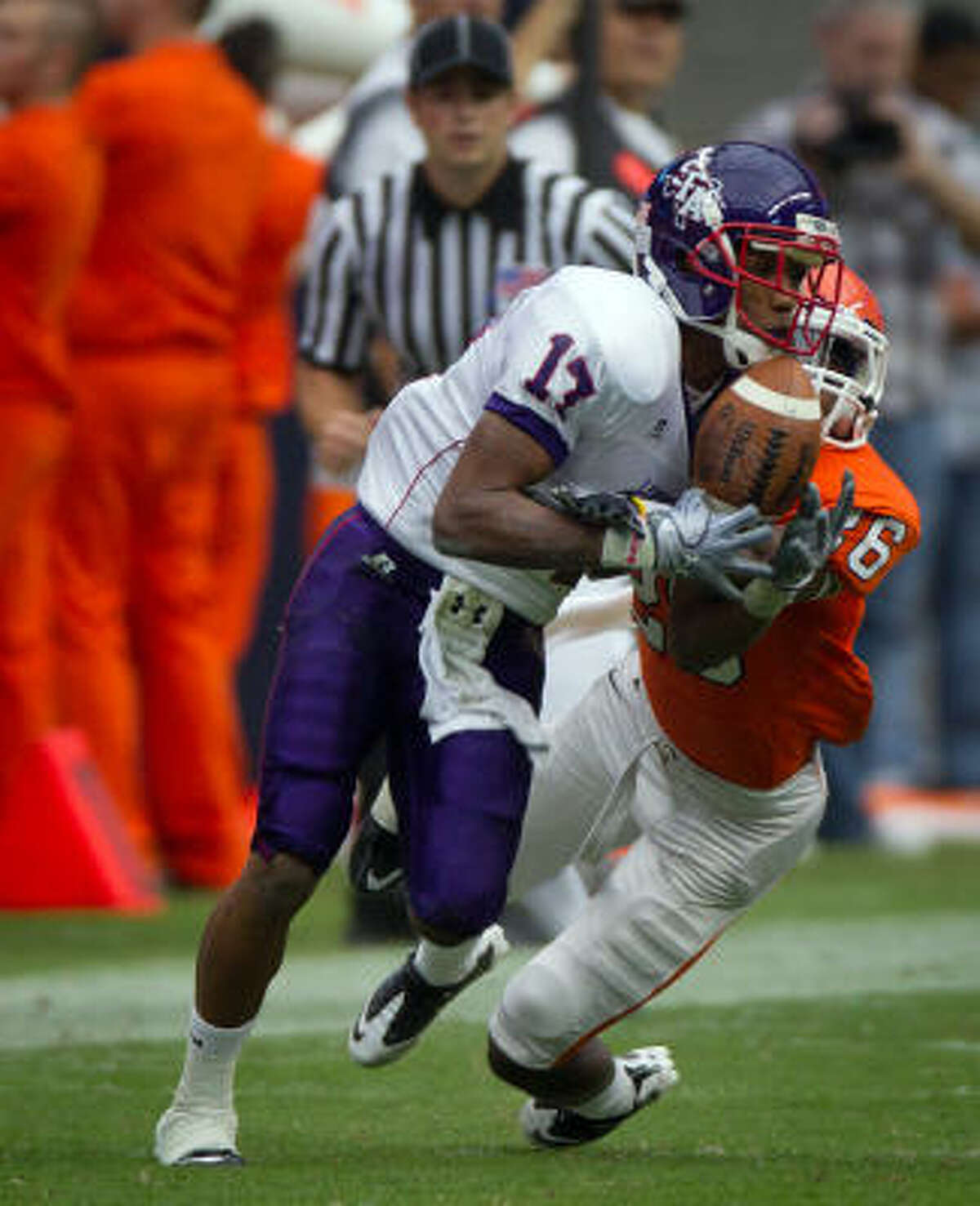 Stephen F. Austin wide receiver Gralyn Crawford makes a catch as Sam Houston State cornerback C J Willis defends during the first half.
