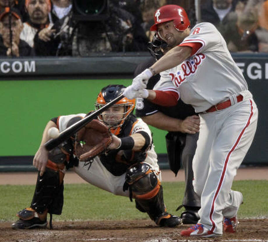 Philadelphia's Shane Victorino hits an RBI single during the fifth inning. Photo: Marcio Jose Sanchez, AP