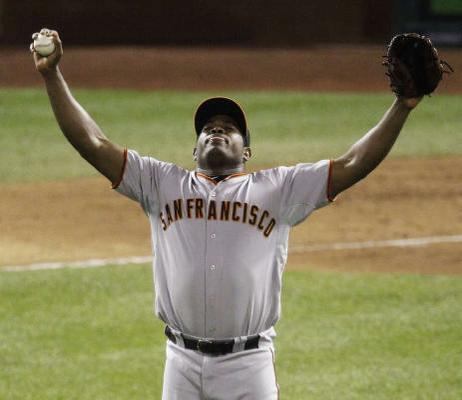 San Francisco Giants relief pitcher Santiago Casilla prepares to take the mound during the seventh inning. Photo: Eric Gay, AP