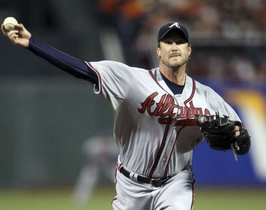 Braves starter Derek Lowe held the Giants to one run in 5 1/3 innings en route to picking up the loss. Photo: Ezra Shaw, AP