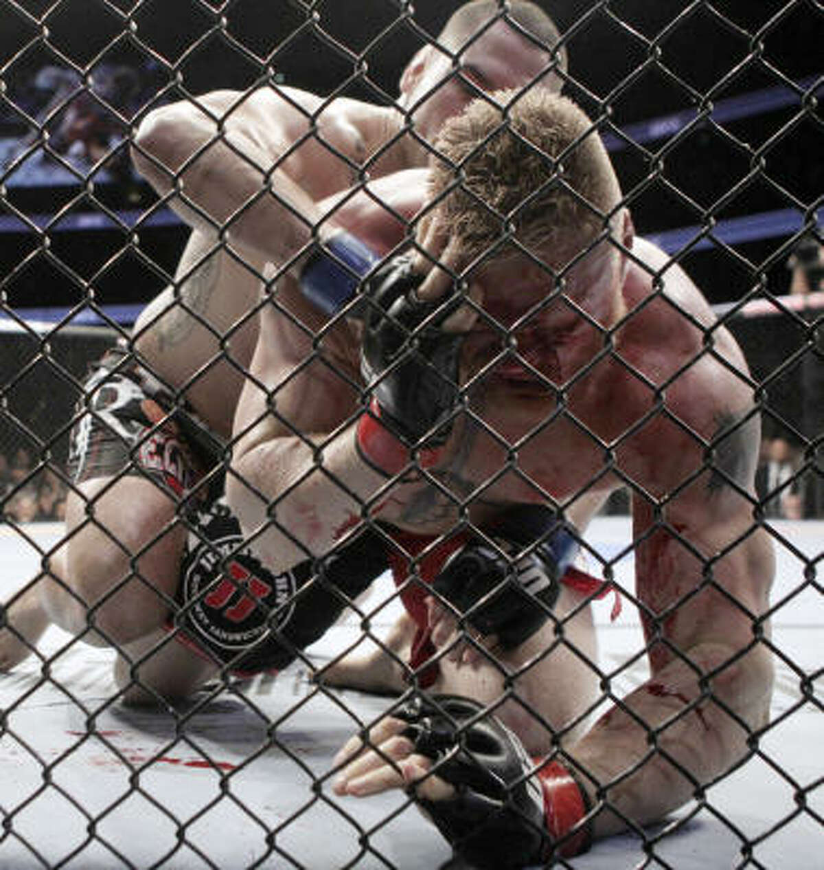 Cain Velasquez stopped Brock Lesnar late in the first round with a relentless flurry of punches to claim Lesnar's UFC heavyweight title.