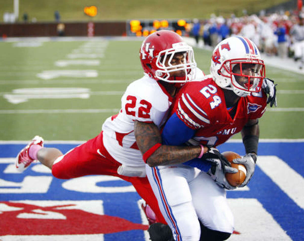 SMU wide receiver Aldrick Robinson grabs a TD pass over UH cornerback Loyce Means during first quarter action.