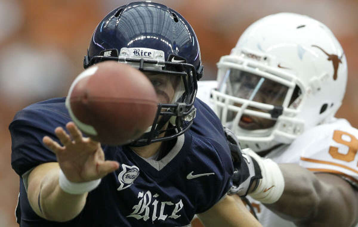 Rice quarterback Taylor McHargue (16) pitches the ball right before Texas defensive tackle Kheeston Randall (91) is able to get a hold of him in the second quarter of his game Saturday, Sept. 4, 2010, in Reliant Stadium in Houston.