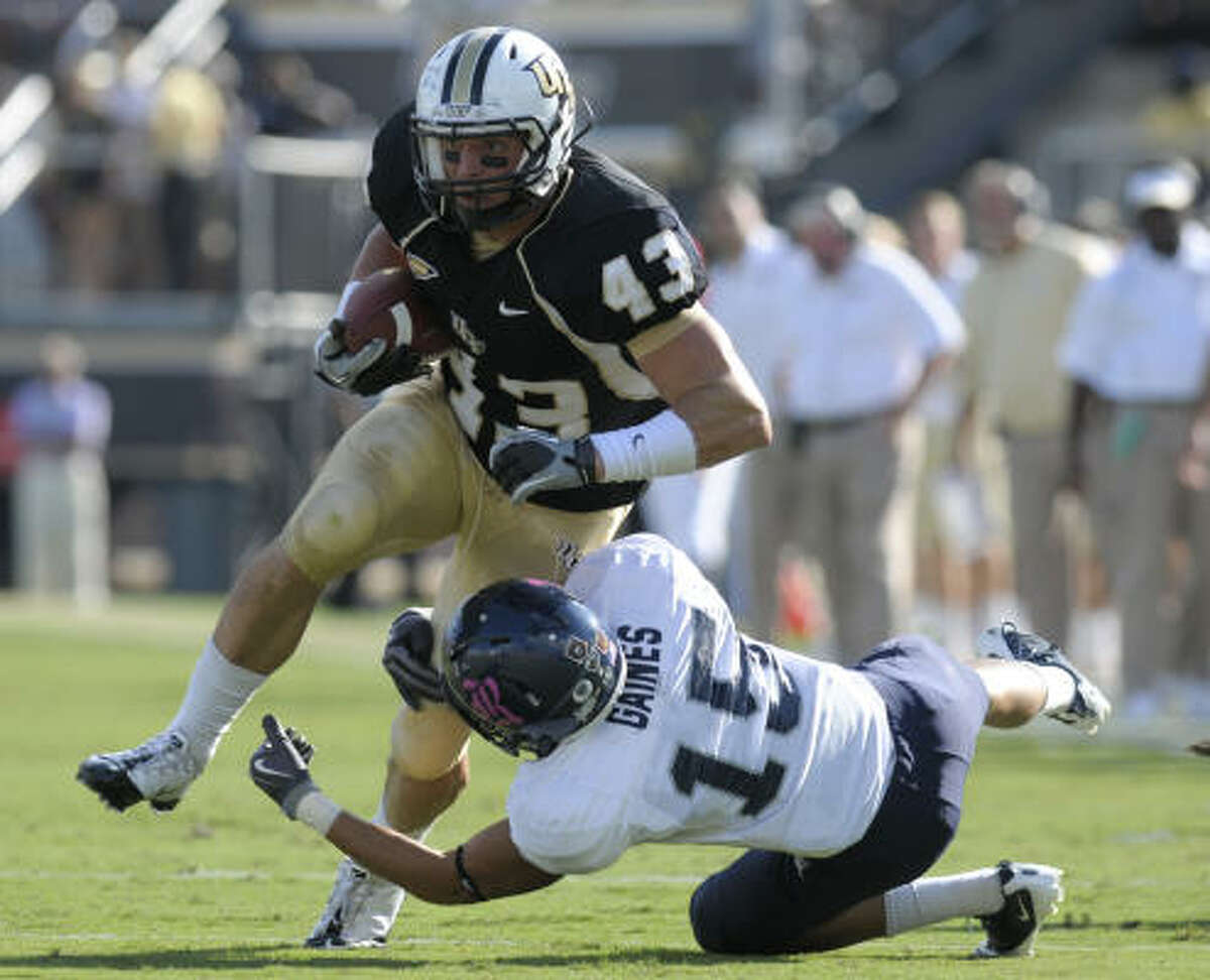 Rice's Philip Gaines trips up Central Florida halfback Ricky Kay after a catch.