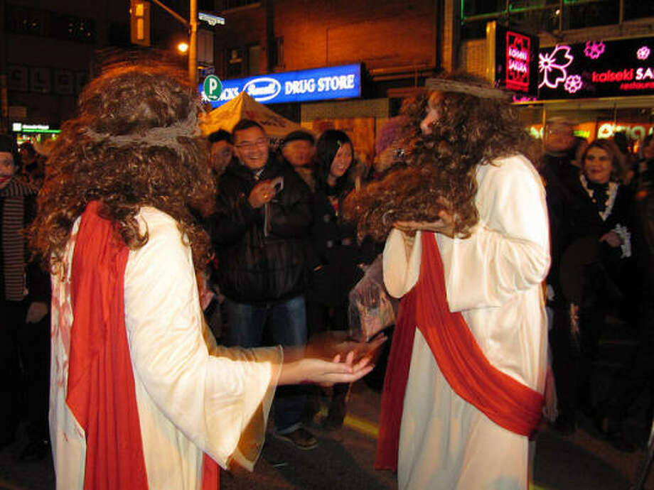 Twin Jesuses Photo: Loozrboy, Flickr