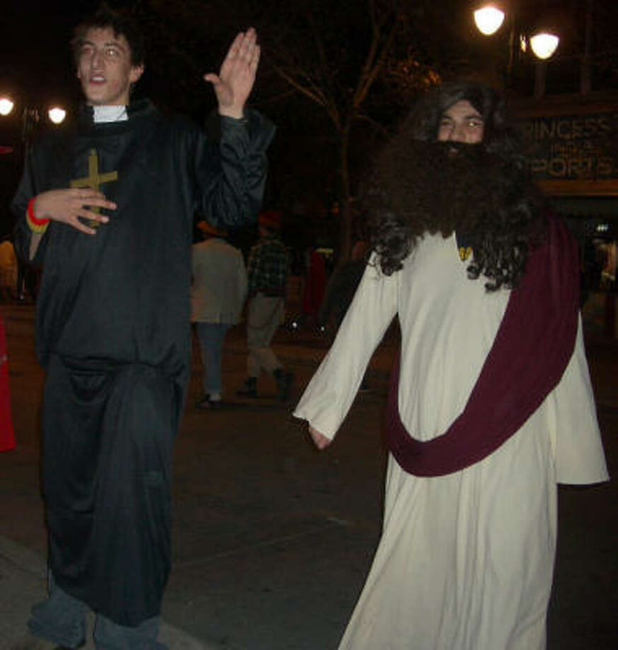 Jesus and priest Photo: Karmalize, Flickr