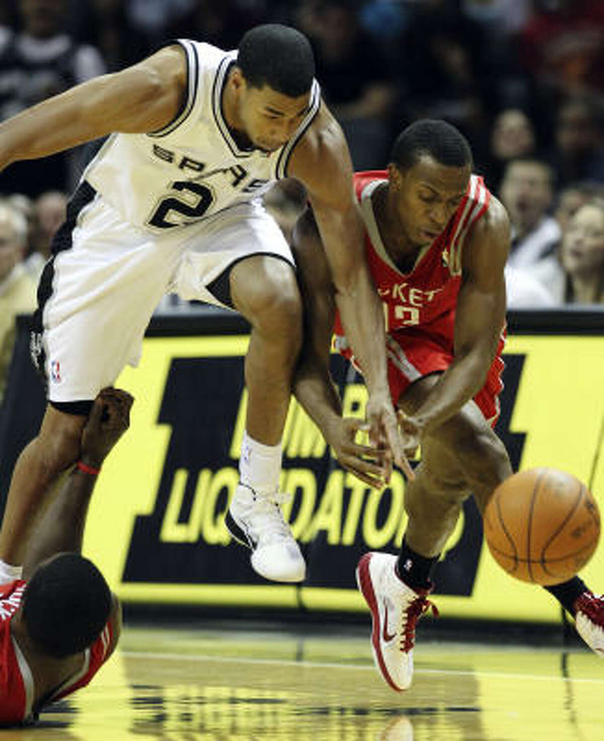 Spurs guard Garrett Temple and Rockets guard Ishmael Smith chase a loose ball.