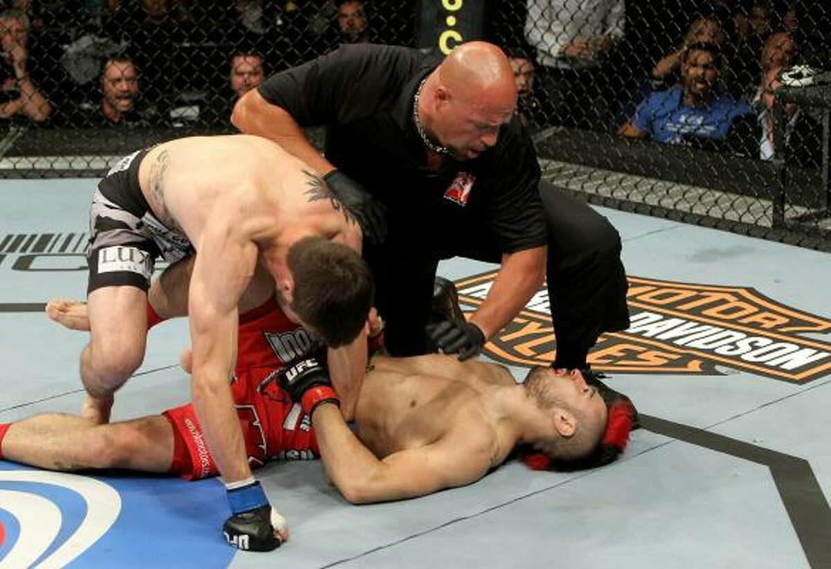 American Carlos Condit defeats Britain's Dan Hardy by knockout during their UFC welterweight bout.