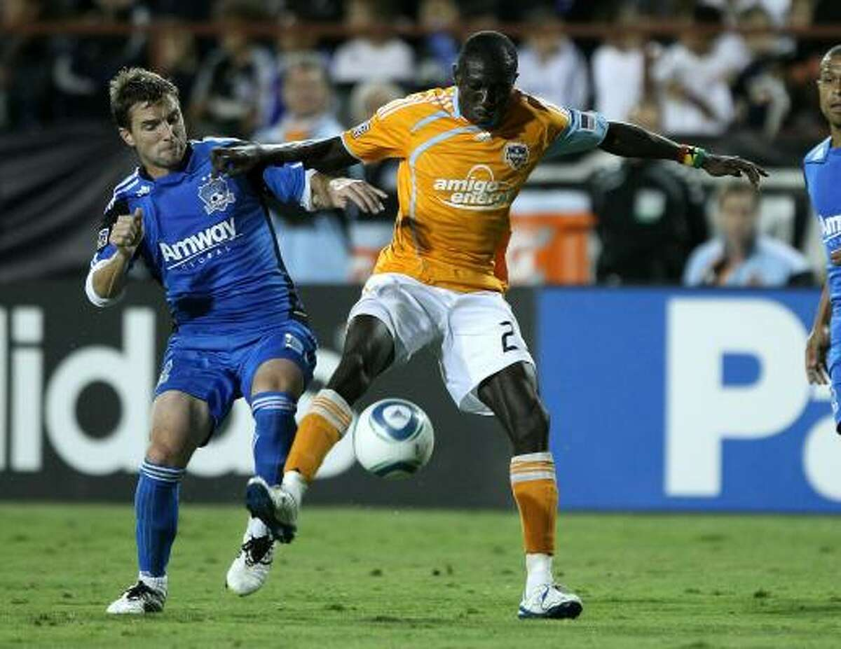 The Dynamo's Dominic Oduro, right, and San Jose's Bobby Convey battle for the ball.