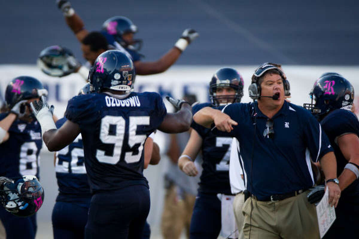 The Owls' bench erupts behind coach David Bailiff after UH committed a turnover with 1:37 left in Saturday's game.