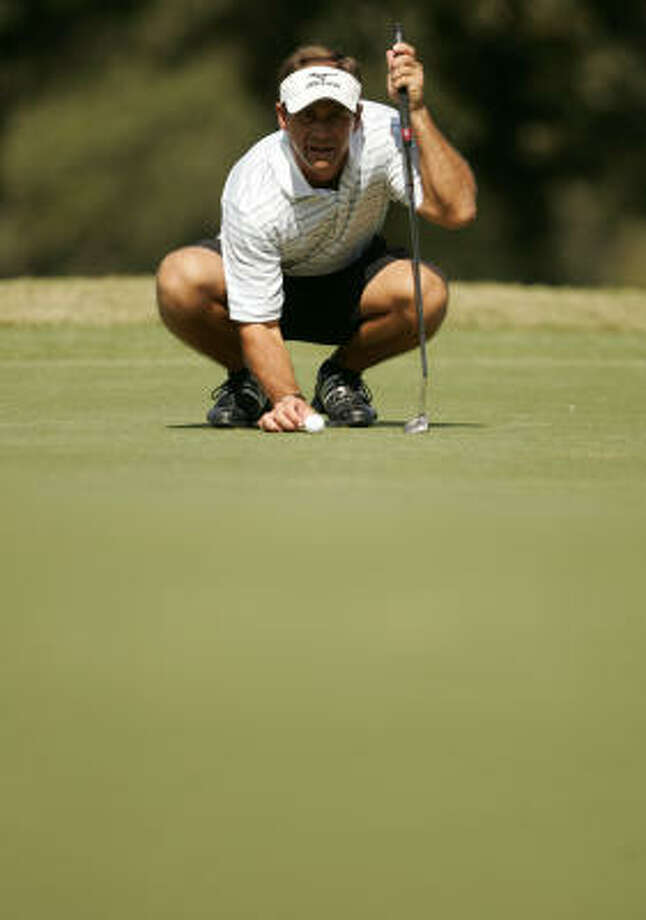 Kip Guidry lines up his putt on No. 4. Photo: ERIC CHRISTIAN SMITH, For The Chronicle