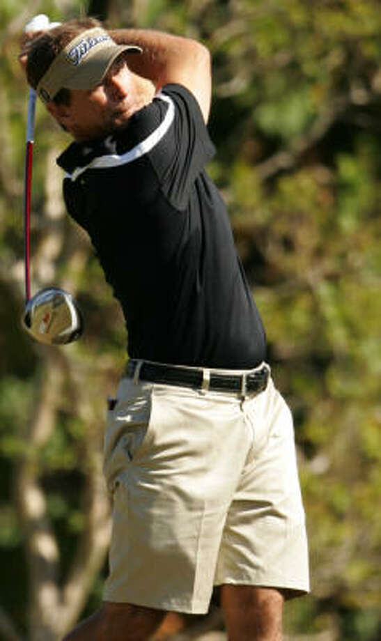 Kip Guidry eyes his tee shot on No. 16. Photo: ERIC CHRISTIAN SMITH, For The Chronicle