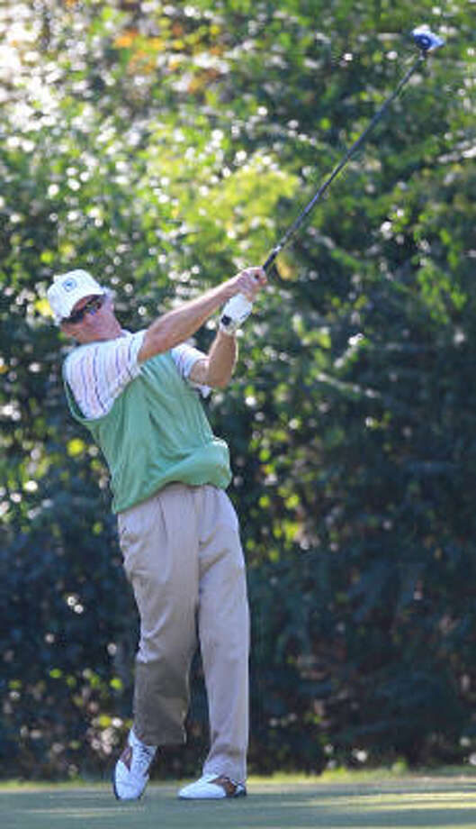 Jeffrey Kuhn tees off during the first round. Photo: Mayra Beltran, Chronicle
