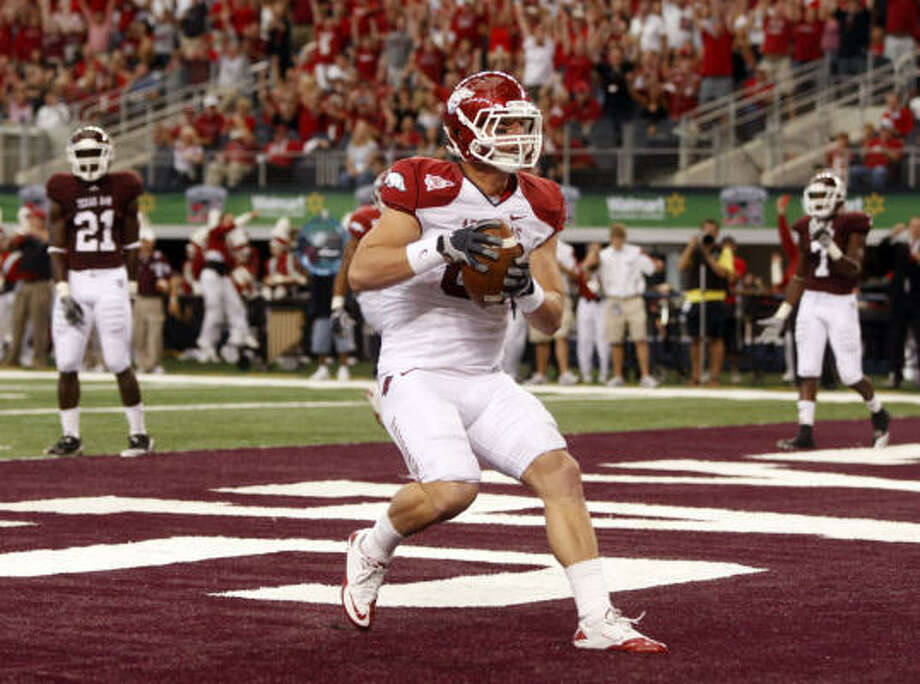 No. 11 Arkansas 24, Texas A&M 17 Arkansas tight end Ben Cleveland scores a second-quarter touchdown. Photo: MICHAEL AINSWORTH/Staff Photogra