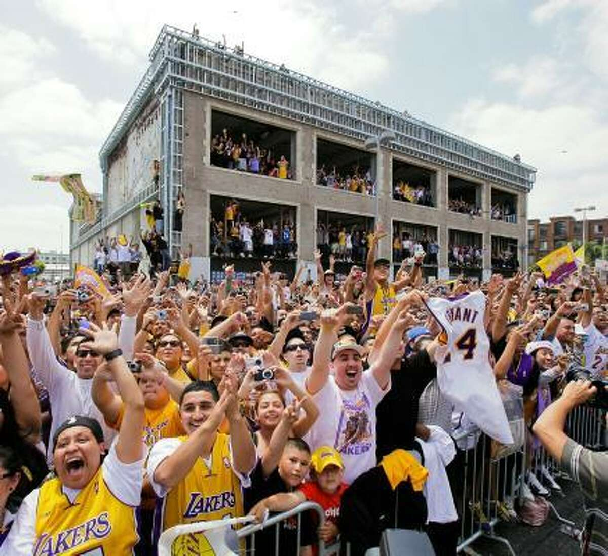 No. 3 LOS ANGELES L.A. fans have a laid-back rep but they can't help but be excited about the Lakers, the back-to-back NBA champions. The Dodgers also have a strong following, and though the city doesn't have an NFL team, some might argue it does have a pro football team ... yes, you, Southern Cal.