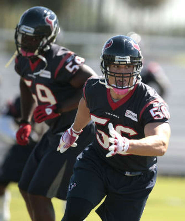 Cushing stayed on the move during practice. Photo: Billy Smith II, Chronicle