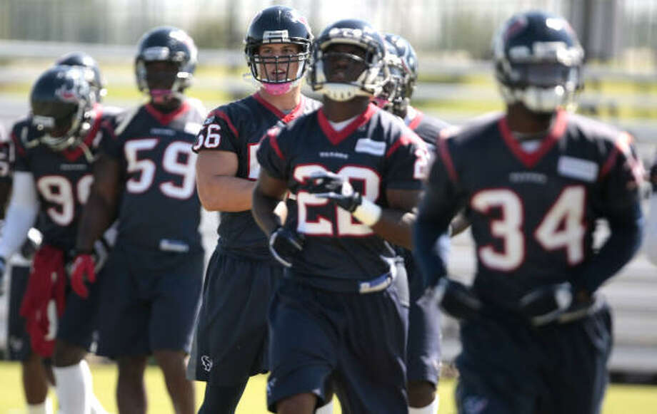 Cushing (center) is officially part of the group again this week. Photo: Billy Smith II, Chronicle