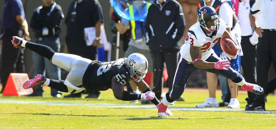 Oct 3: Texans 31, Raiders 24 Texans running back Arian Foster, right, rushed for a game-high 131 yards and a touchdown and caught three passes for 56 yards and a score in the Texans' victory. Photo: Brett Coomer, Chronicle