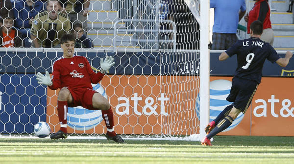 Dynamo goalkeeper Pat Onstad, left, cannot block a goal by Philadelphia's Sebastien Le Toux in the 40th minute of Saturday's match in Chester, Pa. The teams played to a 1-1 draw.
