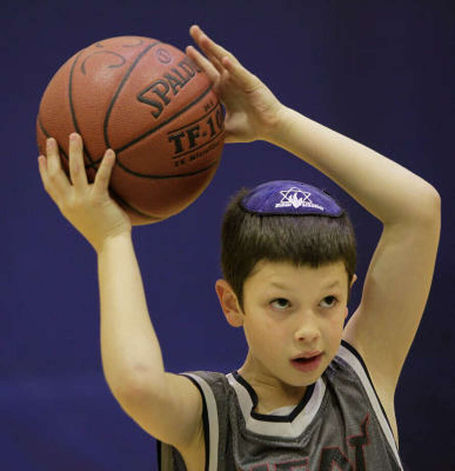 Noah Diner, 8, tosses the ball down the court during basketball practice at the JCC. Photo: Mayra Beltran, Chronicle