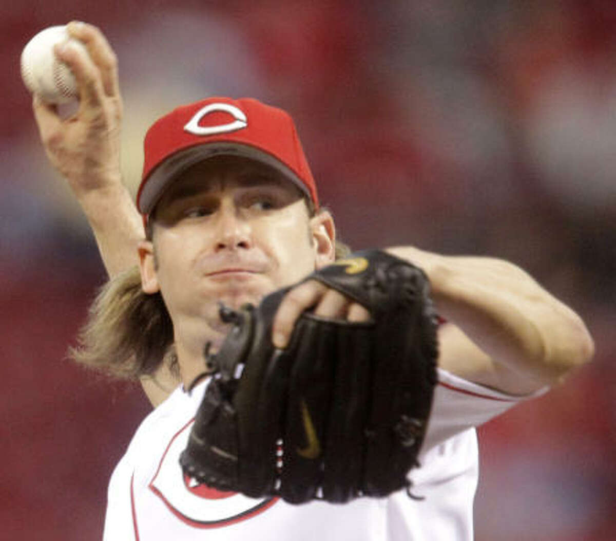 Reds starter Bronson Arroyo improved to 17-10 after holding the Astros to one run in seven innings.