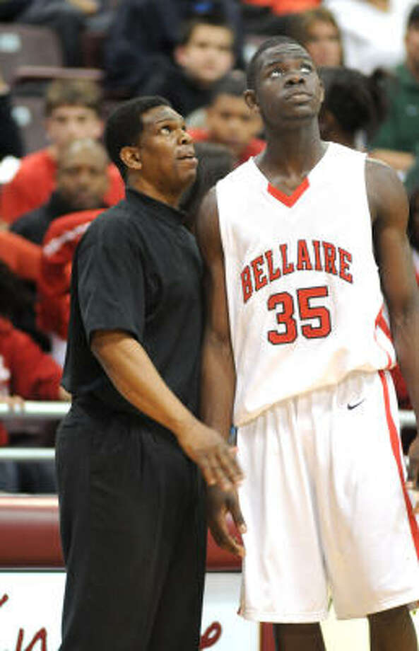 Tobi Oyedeji, with Bellaire head coach Bruce Glover, was a top Texas A&M recruit. Photo: Jerry  Baker, For The Chronicle