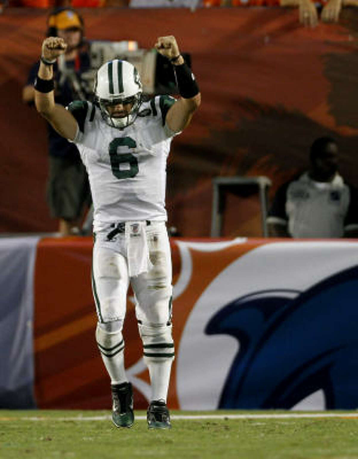 Sept. 26: Jets 31, Dolphins 23 Jets quarterback Mark Sanchez completed 15 of 28 passes for 256 yards and three touchdowns.