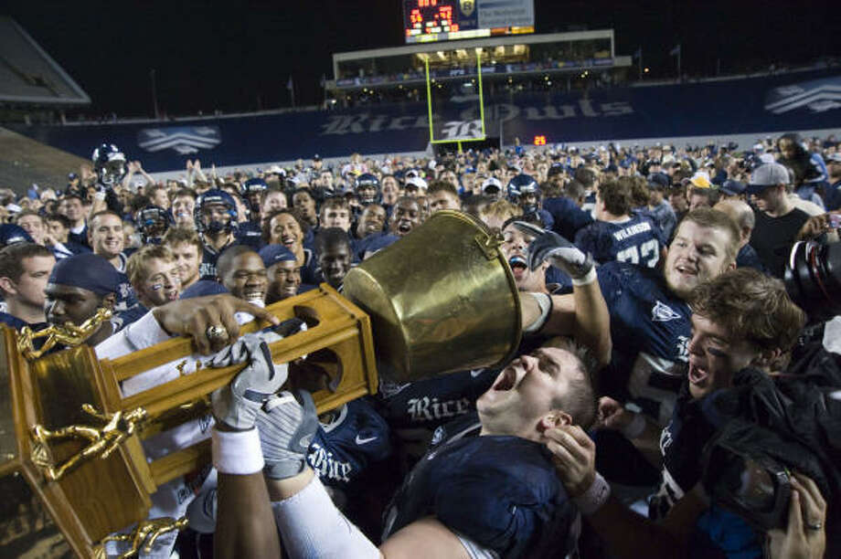 Owls defensive lineman Todd Mohr takes a symbolic drink from the Bayou Bucket as Rice savors a 56-42 win against UH on Nov. 29, 2008. Photo: Steve Ueckert, Chronicle