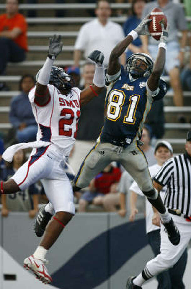 Wide receiver Jarett Dillard hauls in the third of his three touchdown catches in the Nov. 25, 2006, win over SMU. Photo: Steve Ueckert, Chronicle
