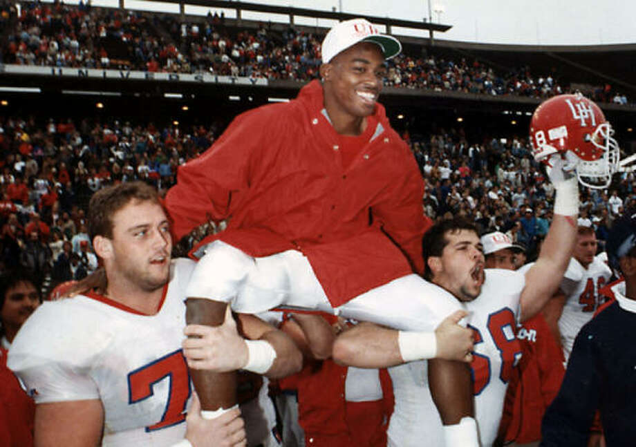 In a bad day for the home team, UH quarterback Andre Ware is carried off the Rice Stadium turf by his teammates after a 64-0 Cougars' victory on Dec. 2, 1989. Shortly after the game, he was named winner of the Heisman Trophy. Photo: Chronicle