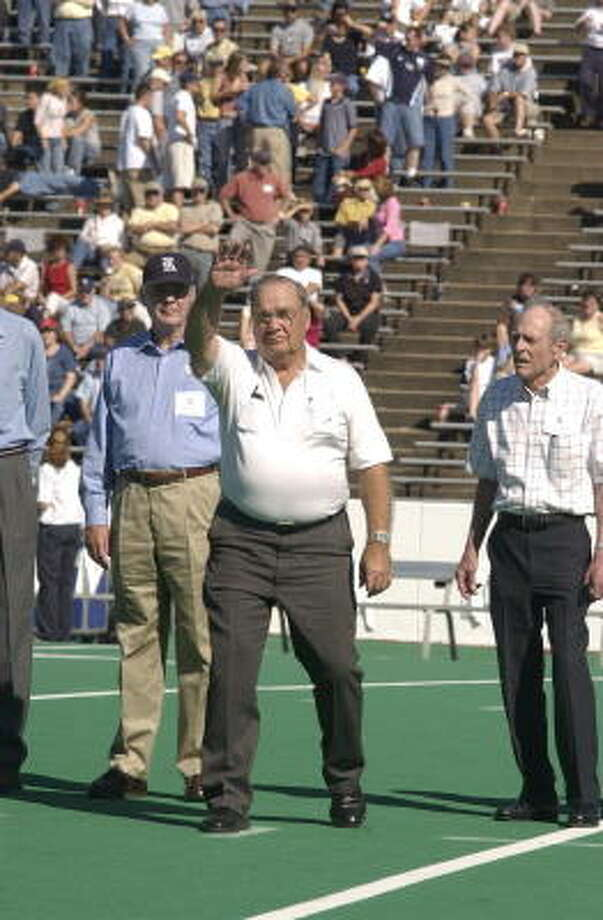John Hudson, a co-captain on Rice's 1953 team, waves to the crowd during a halftime ceremony honoring his team, which won the 1954 Cotton Bowl by whipping Alabama 28-6. The ceremony was held Oct. 18, 2003. Photo: Ben DeSoto, Chronicle