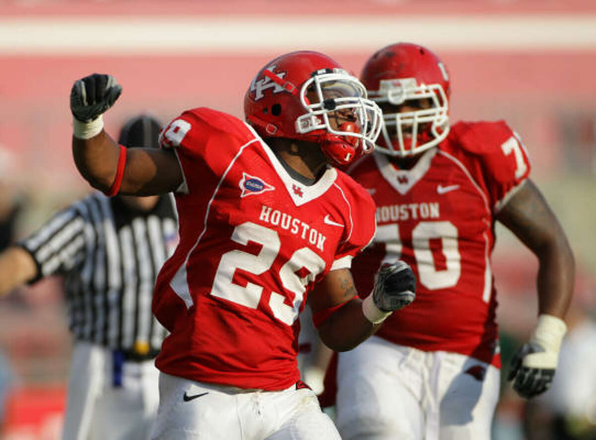 UH running back Michael Hayes (29) celebrates after making a huge gain for a first down in the fourth quarter.