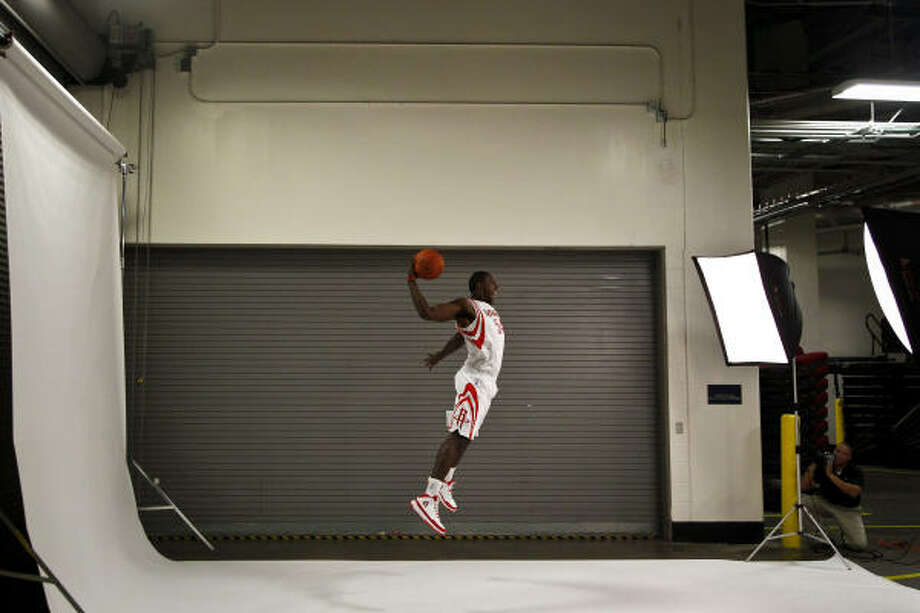 Patrick Patterson shows off his vertical ability for a photo. Photo: Michael Paulsen, Chronicle