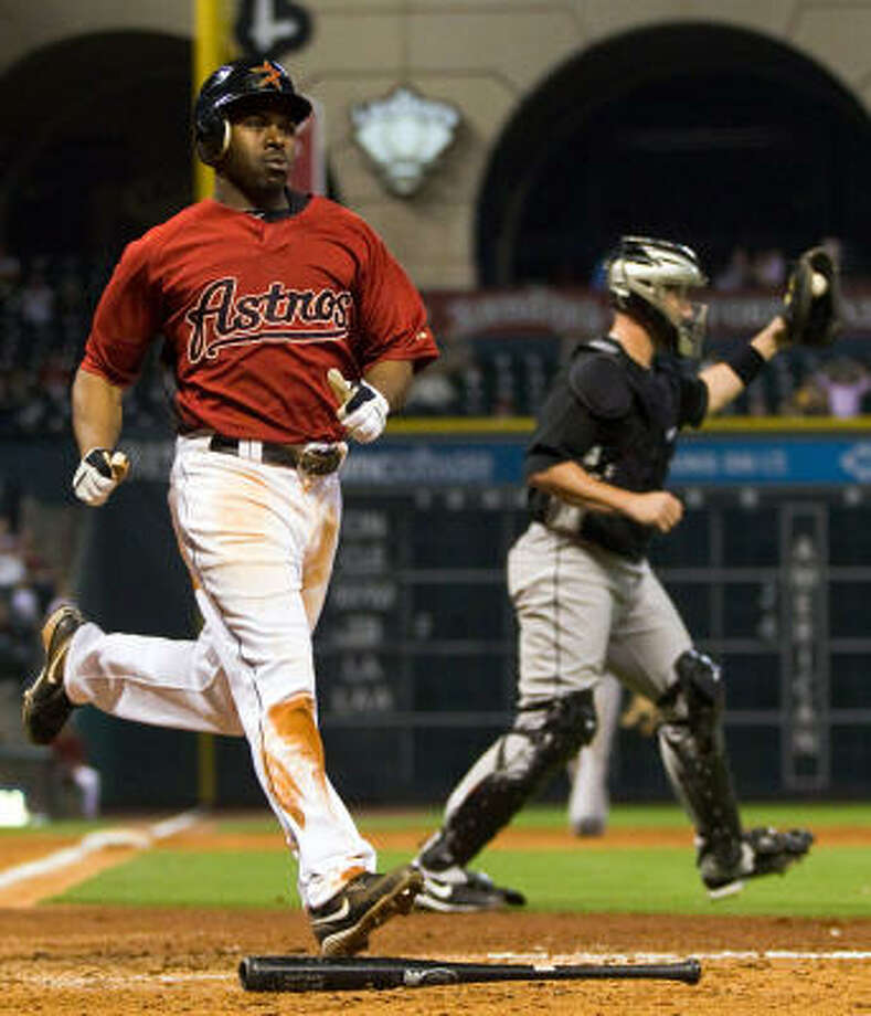 Astros center fielder Michael Bourn scores during the fifth inning. Photo: Smiley N. Pool, Chronicle