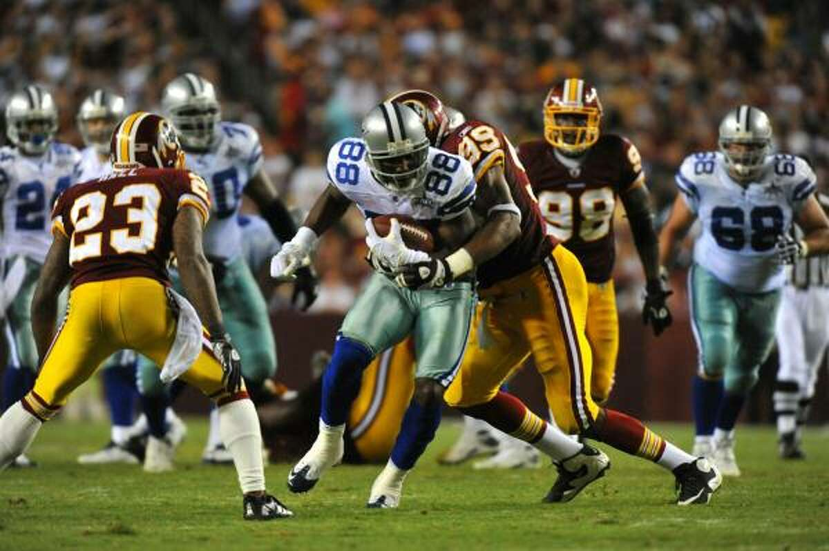 Cowboys wide receiver Dez Bryant runs with the ball.