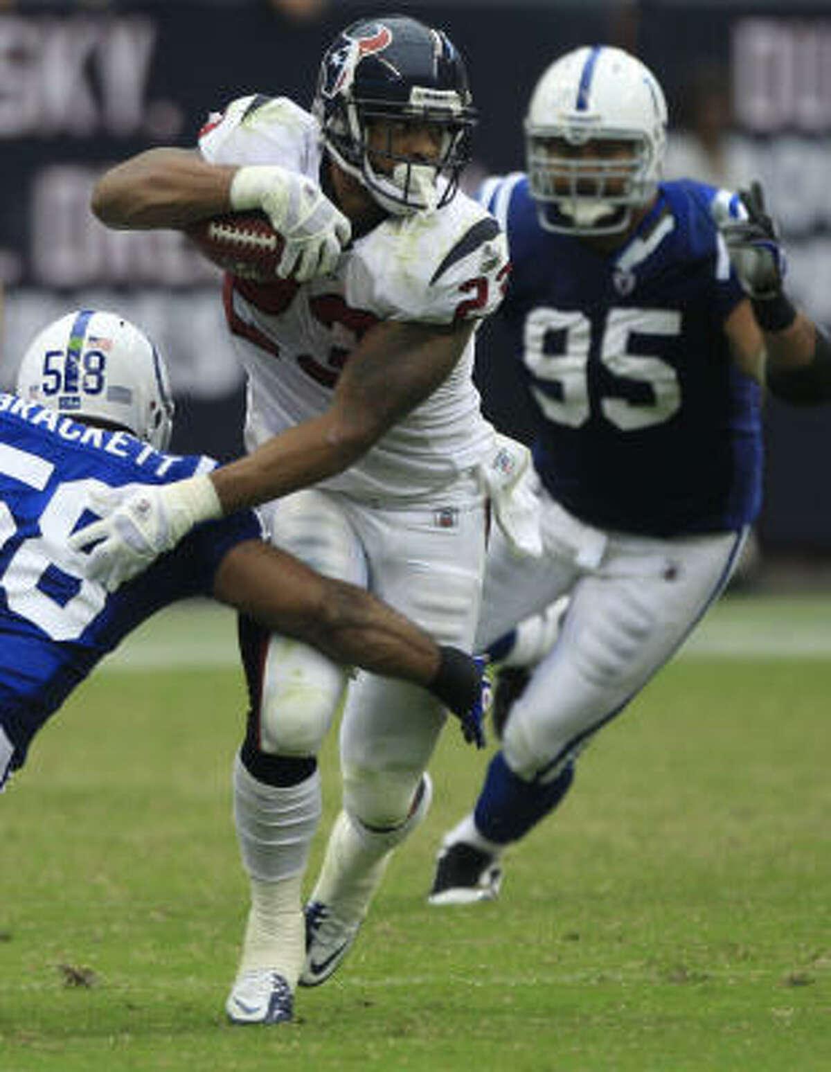 Texans running back Arian Foster (23) sidesteps Colts linebacker Gary Brackett (58) during the third quarter.