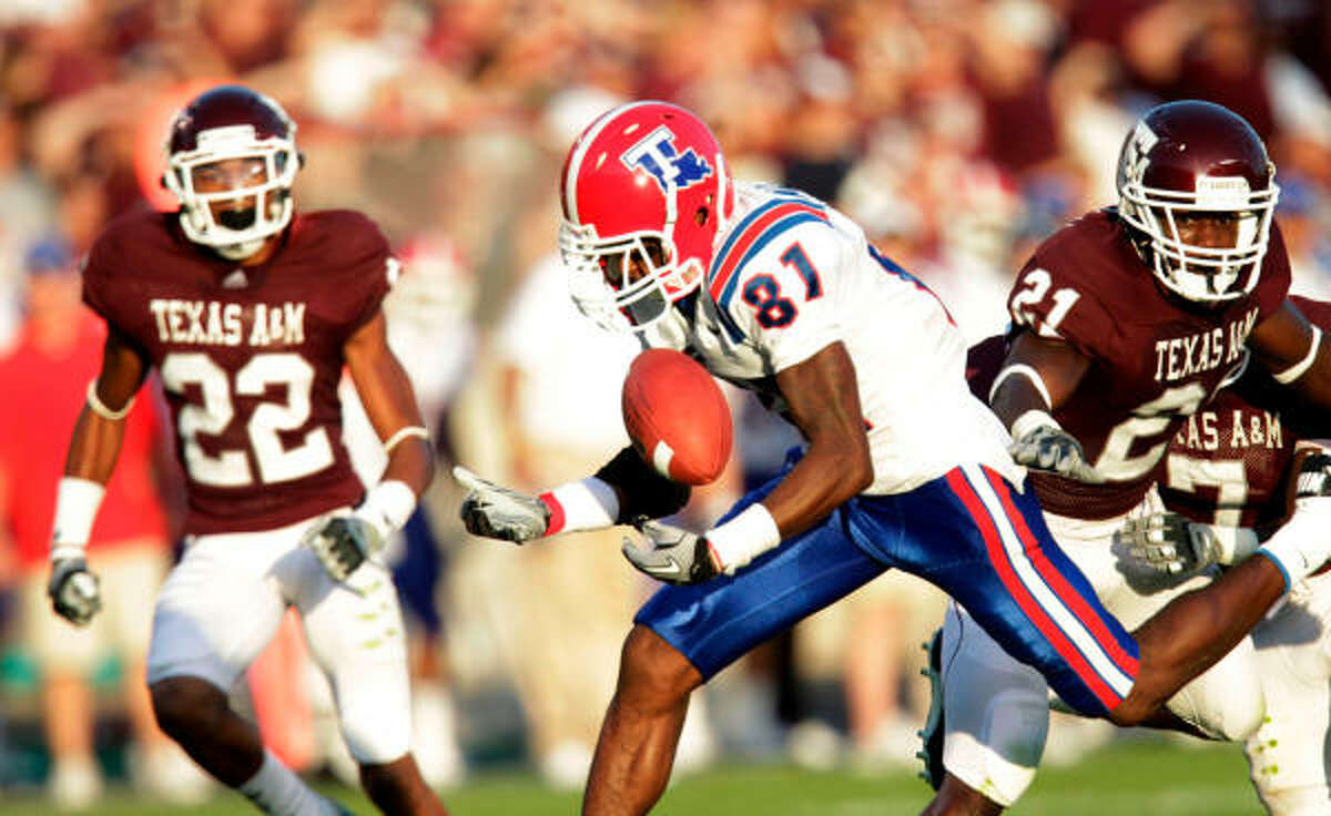 Louisiana Tech wide receiver Landon Quigley (81) is unable to get his hands on a pass in the second quarter.