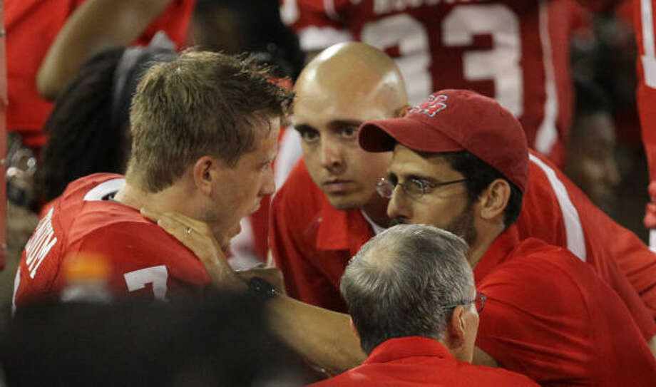 UH quarterback Case Keenum is looked at by team personnel after leaving the game in the third quarter. Photo: Nick De La Torre, Chronicle