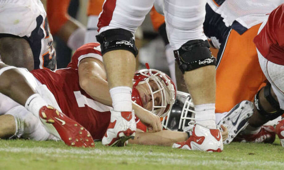 UH quarterback Case Keenum, bottom, is injured while trying to make a tackle after throwing an interception in the third quarter. Photo: Nick De La Torre, Chronicle
