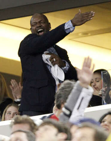 Former Cowboys running back Emmitt Smith reacts to a play during the second quarter. Photo: Donna McWilliam, AP