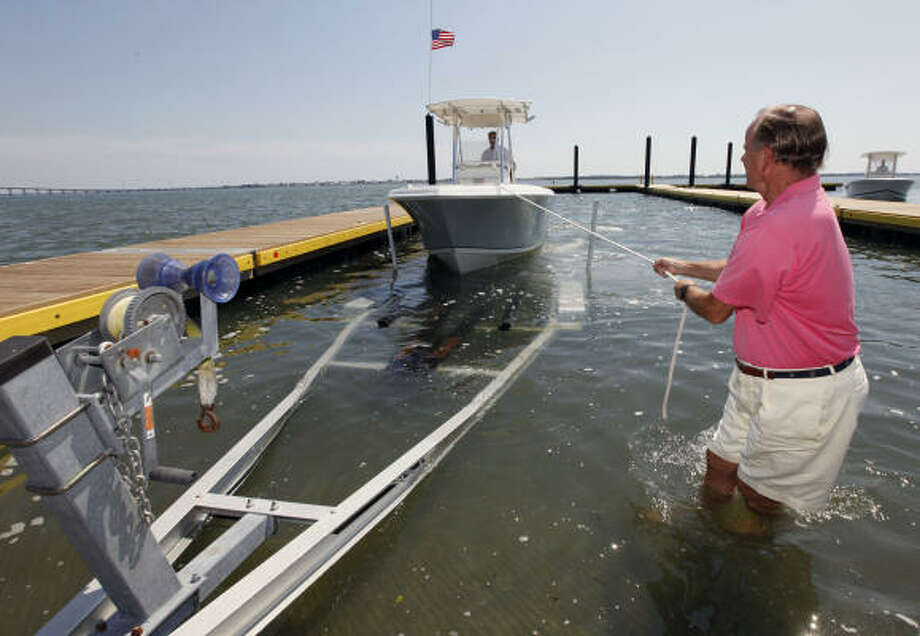 Joe Murray, of Snowcamp, N.C., right, helps friend Dick Grubar, of Greensboro, N.C., left, remove his boat from the water for protection as Hurricane Earl heads toward the eastern coast in Atlantic Beach, N.C., Wednesday, Sept. 1, 2010. Photo: Chuck Burton, AP