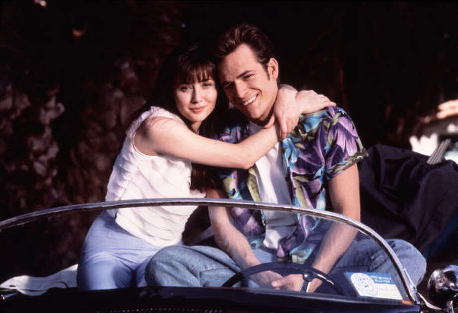 Luke Perry and Shannon Doherty as power couple Dylan and Brenda. Photo: Andrew Semel, Fox Broadcasting Co.